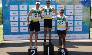 """Trio """"olímpico"""" forma pelotão durante toda prova e Victor Santos explora Sprint final para conquistar ouro de Mass Start"""